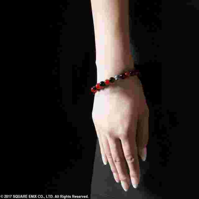Screenshot for the game NieR: AUTOMATA™ Red Agate & Onyx Bracelet - Emil [Jewelry]
