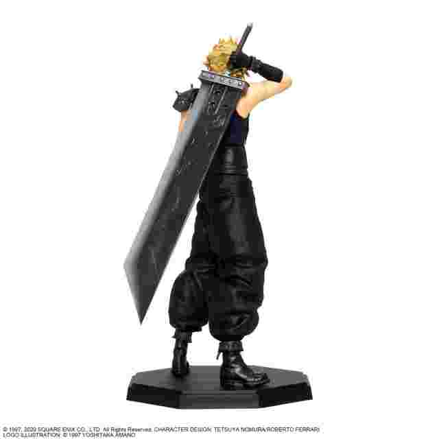 Captura de pantalla del juego FINAL FANTASY VII REMAKE STATUETTE - CLOUD STRIFE