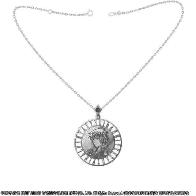 cattura di schermo del gioco DISSIDIA FINAL FANTASY Silver Coin Pendant - NOCTIS LUCIS CAELUM