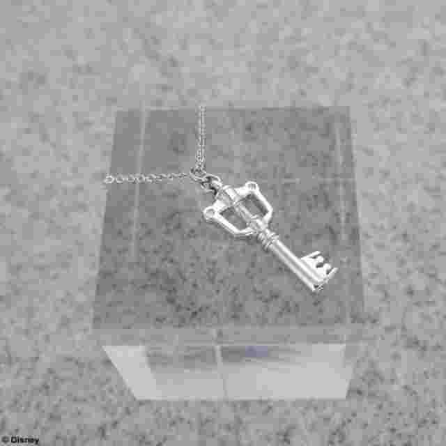 Screenshot des Spiels KINGDOM HEARTS SILVER CHARM NECKLACE - KEYBLADE