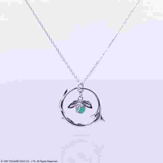 Captura de pantalla del juego FINAL FANTASY VII SILVER PENDANT NECKLACE AERITH FLOWER Ver.