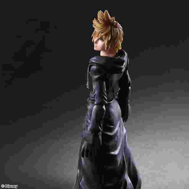Screenshot des Spiels KINGDOM HEARTS II PLAY ARTS KAI - Roxas - Organization XIII Version