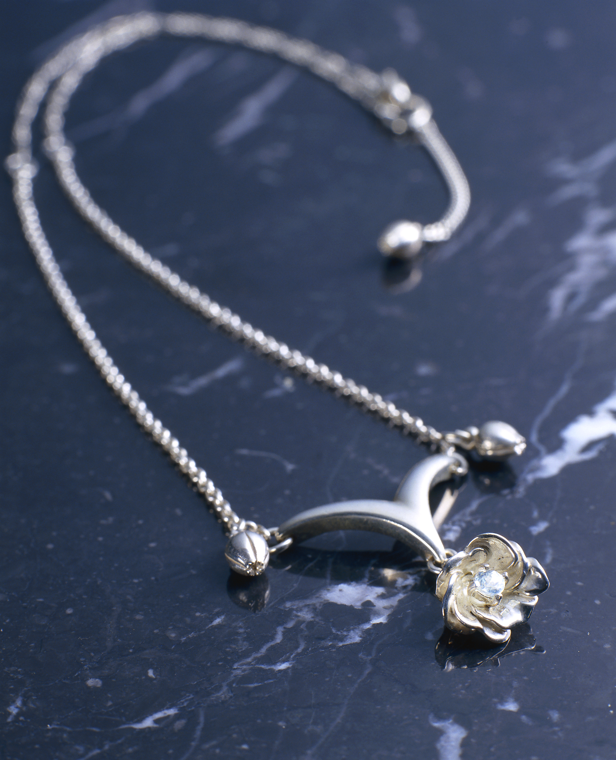 Screenshot for the game FINAL FANTASY® X-2 SILVER NECKLACE - YUNA [Jewelry]